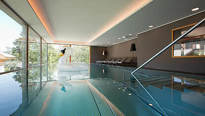 Indoor pool in wellness hotel Minglers Sportalm in Kirchberg near Kitzbühel